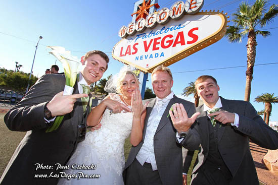 las vegas sign wedding photographer best cheap affordable